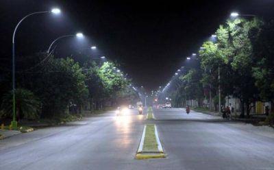Avanzan los trabajos de instalación de 1.300 luminarias LED en la Capital