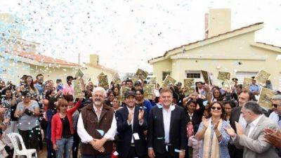 Lucía entregó más de 100 viviendas en Belén y Valle Viejo