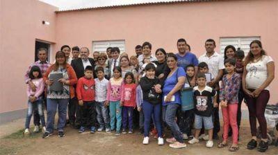 Entregaron viviendas en la localidad de Pozo Hondo