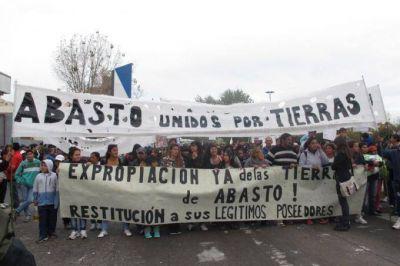 Vecinos platenses se movilizan a Provincia para reclamar la urbanización de sus barrios