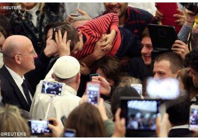 Papa: brille en el mundo la luz y la paz de la Navidad y Feliz Año Nuevo