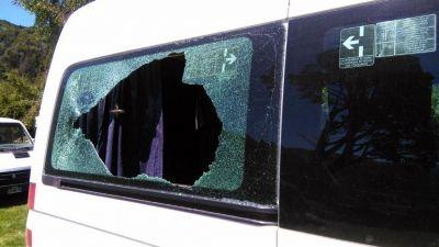 Así quedó la camioneta que trasladaba a Mauricio Macri tras la agresión