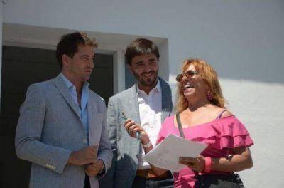 Galli entregó viviendas a familias de Olavarría