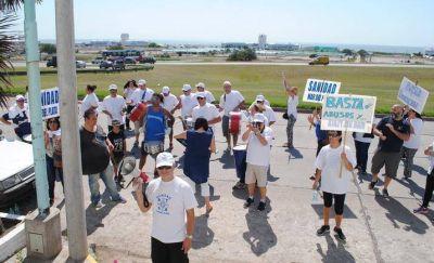 Trabajadores de Sanidad reclaman por salarios en el geriátrico Instituto del Mar