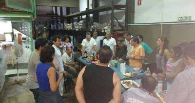 Empleados pasan las fiestas ocupando una alimenticia contra el vaciamiento