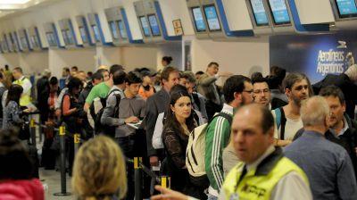 Gremios aeronáuticos amenazan con un paro nacional si se confirma otra audiencia pública por las low cost