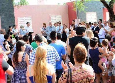 El Gobierno entregó 49 viviendas en el interior provincial