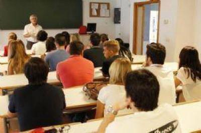 Denuncian despidos de docentes en colegios privados