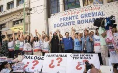 "Docentes bonaerenses rechazan suba anual del 18%: ""es totalmente insuficiente"""