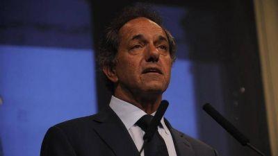Una nueva denuncia de Carrió contra Scioli: dádivas y un hotel sospechoso