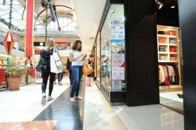 Las ventas minoristas cayeron un 5,4% en diciembre y acumularon una merma anual del 7%