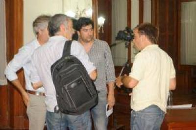 Joaquín Oteiza recibió duros cuestionamientos de la militancia que le reclamó la renuncia
