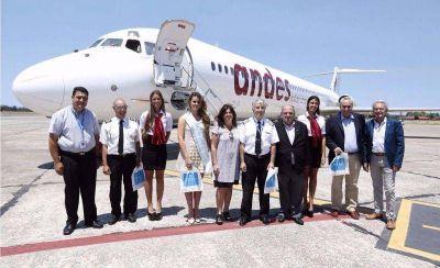 Arroyo recibió el primer avión de Andes y anticipó que trabaja para que sigan todo el año