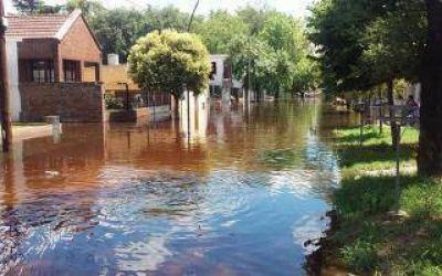 Salto: Bajó el río y desinfectan zonas afectadas pero aun hay evacuados