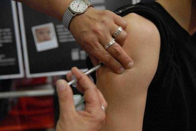 Los varones nacidos desde el 2006 deberán vacunarse contra el papiloma