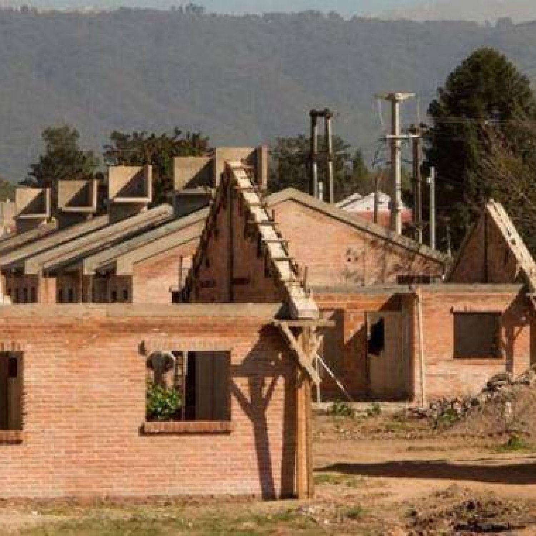 En tucum n se van haciendo m s de 7 mil casas con el plan for Plan procrear viviendas
