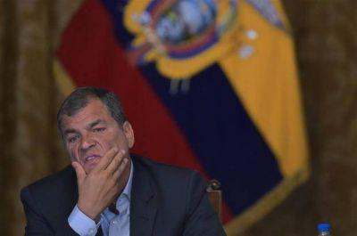 Correa dejará el poder con la economía en rojo