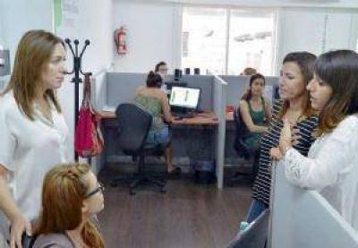 Vidal visitó la sede del servicio telefónico 144