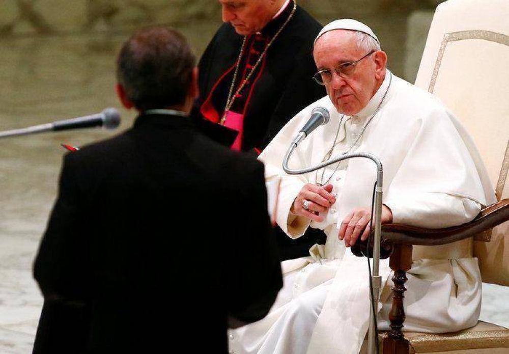 El Papa: para secar una lágrima hay que llorar con quien sufre