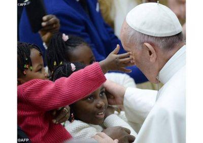 Paz y bien iluminados por la luz de la Navidad en el nuevo año, deseó el Papa