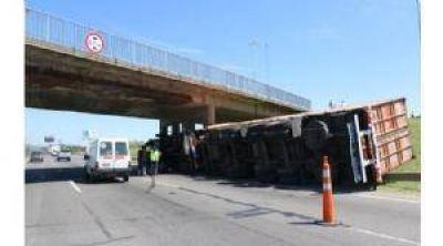 Prometen mejorar los puentes de la autopista para evitar accidentes