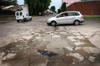 Hay 3500 reclamos pendientes de alumbrado y asfalto
