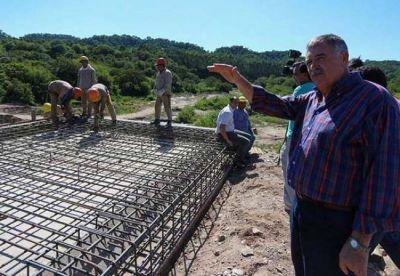 Avanza la obra en el puente de Villa Padre Monti