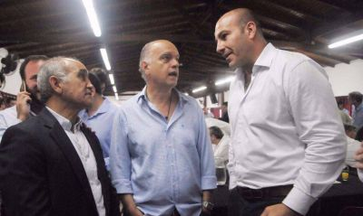 Foro de Intendentes: obras, campaña y auxilio para comunas complicadas