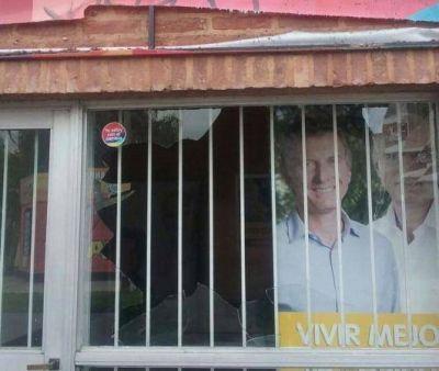 Conurbano caliente: grosero ataque vandálico contra local macrista de la ciudad de Lanús