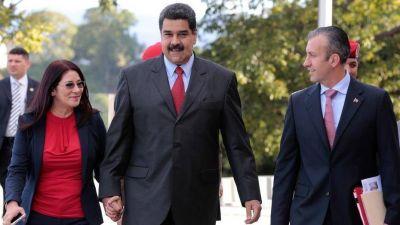 Maduro nombra nuevo vice, su relevo si fuera revocado en 2017