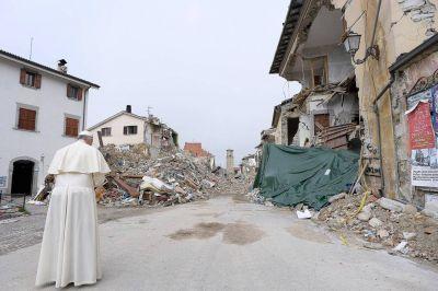 El Papa abre su corazón a las victimas del terremoto en centro de Italia