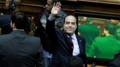 La oposición renueva su campaña para destituir a Maduro