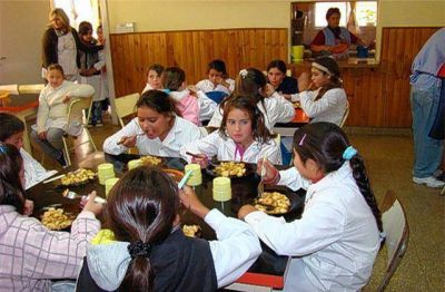Se reaviva la polémica: denuncian que se podrían privatizar los comedores escolares