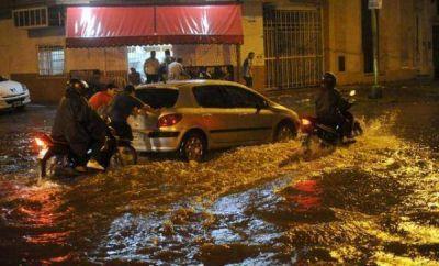 Las inundaciones en la Capital se debe a la basura