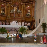 Además de pedir y agradecer, Canecín invitó a los devotos a no automatizar la señal de la Cruz