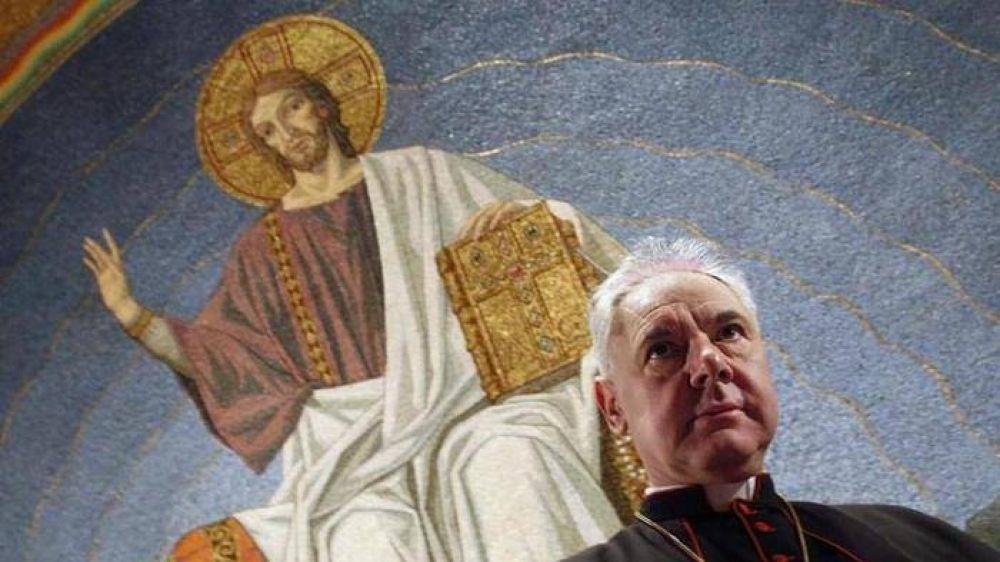 """Müller: """"No habrá ninguna corrección al Papa"""""""