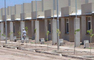Cornejo aspira a duplicar la construcción de casas al año en 2017