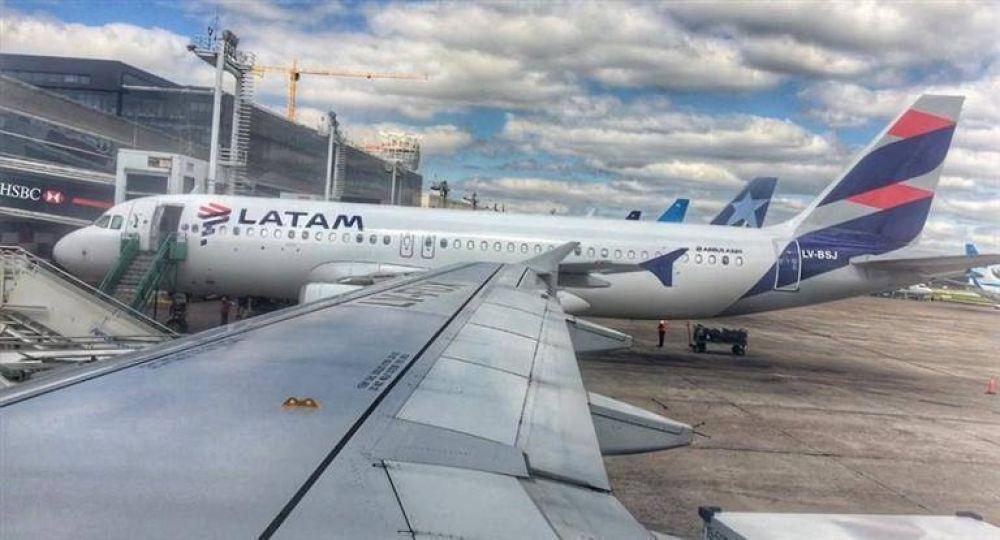 Aeronavegantes de Latam levantan paro pero siguen las demoras en Aeroparque