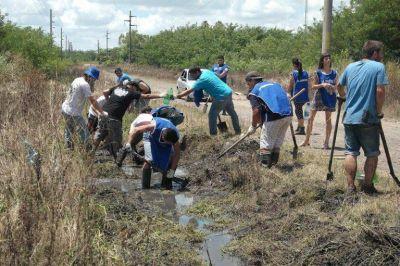 Militantes de La Cámpora trabajaron en las zonas afectadas por la inundación