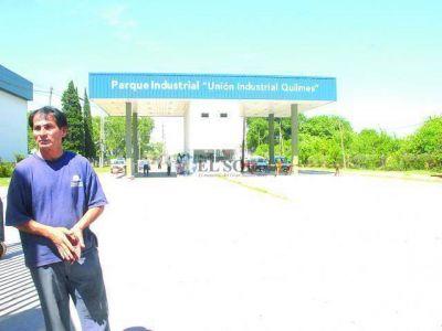 Denuncian cierre de fábricas