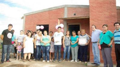 Barrios capitalinos recibieron viviendas sociales