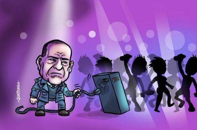 Arroyo unplugged, los números que sorprenden y enojos en el teatro