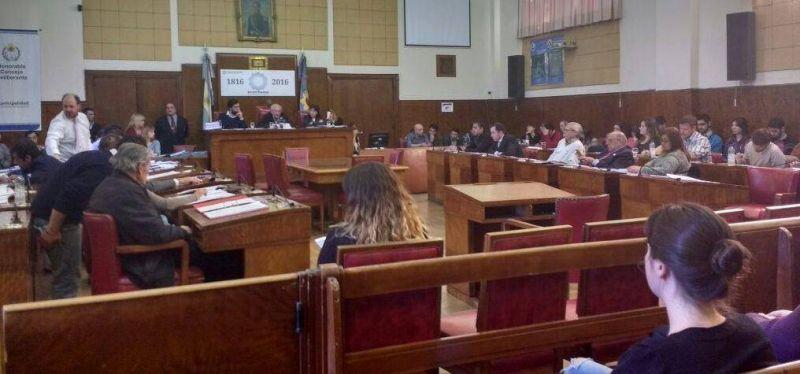 El Concejo rechaza la prohibición de las fiestas electrónicas
