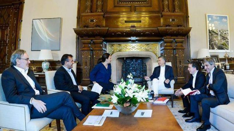 Macri tuvo su primera reunión de coordinación con Dujovne y Caputo