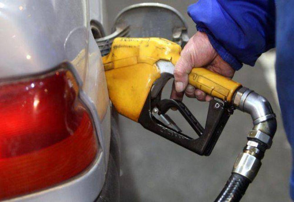 Gobierno vs. petroleras: la suba de la nafta, en compás de espera