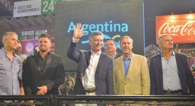Macri repartió sus tiempos entre Schiaretti, Cambiemos y el choripán