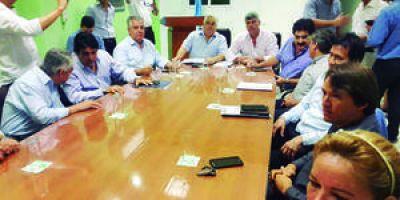 Buryaile llegó a Clorinda: entregó un utilitario para el municipio y se reunió con referentes sociales