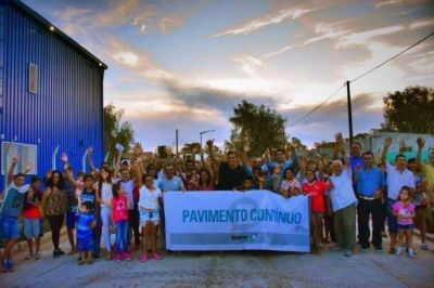 URBANIZACIÓN: El intendente Bucca inauguró pavimento en calle Larregle y anunció nuevas cuadras para Vivanco