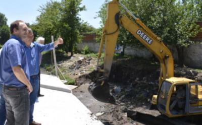 Cascallares supervisó obras del puente sobre Arroyo del Rey