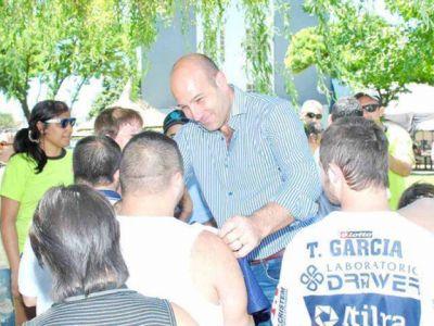 Molina compartió jornada con chicos en pileta del QAC